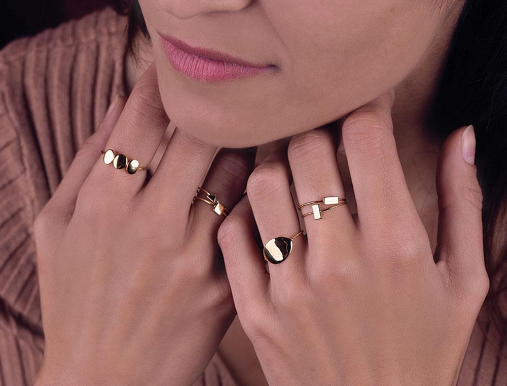 yunacatalogue :  - Collections de bijoux YUNA : Les gammes de bijoux se composent de bague, bracelet, collier et boucle d'oreille. Les matériaux sont l'argent ...